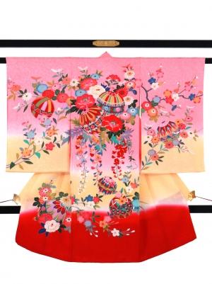 ピンク地にクリームと赤の熨斗目の祝い着