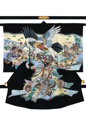 黒地に鷹と束ね熨斗、兜の祝い着/男児