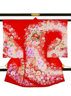 赤地に花車と鞠と雪輪の祝い着