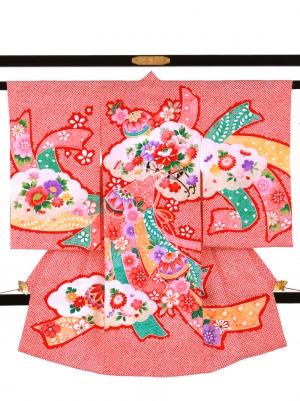 赤地の疋田(ひった)に花車と熨斗の祝い着