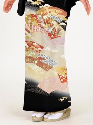 地紙に源氏香(げんじこう)の留袖