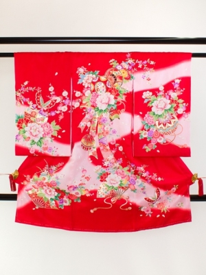 赤地に鼓と牡丹の祝い着/女児