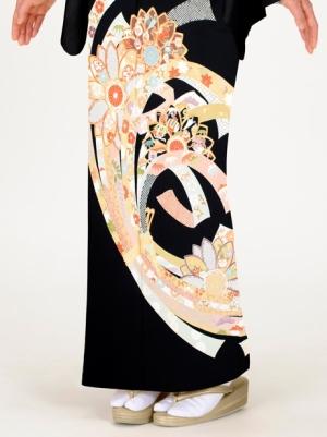 華紋と束ね熨斗の黒留袖